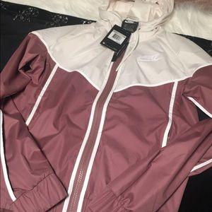 Cute Nike jacket 😍 NWT